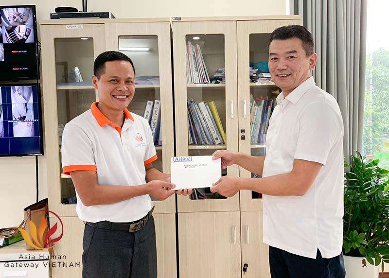 Trao tiền hỗ trợ sinh hoạt phí lần 2 cho kỹ sư Nguyễn Bá Vương