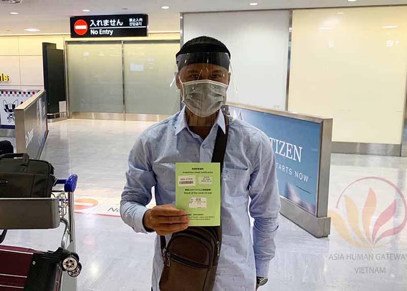 Tiễn sân bay kỹ sư Nguyễn Bá Vương